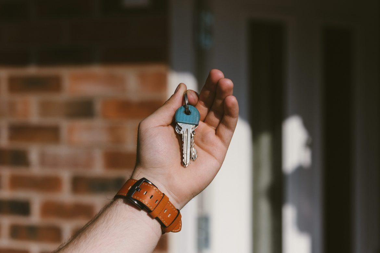 Que prend en charge une société de maison clé sur porte